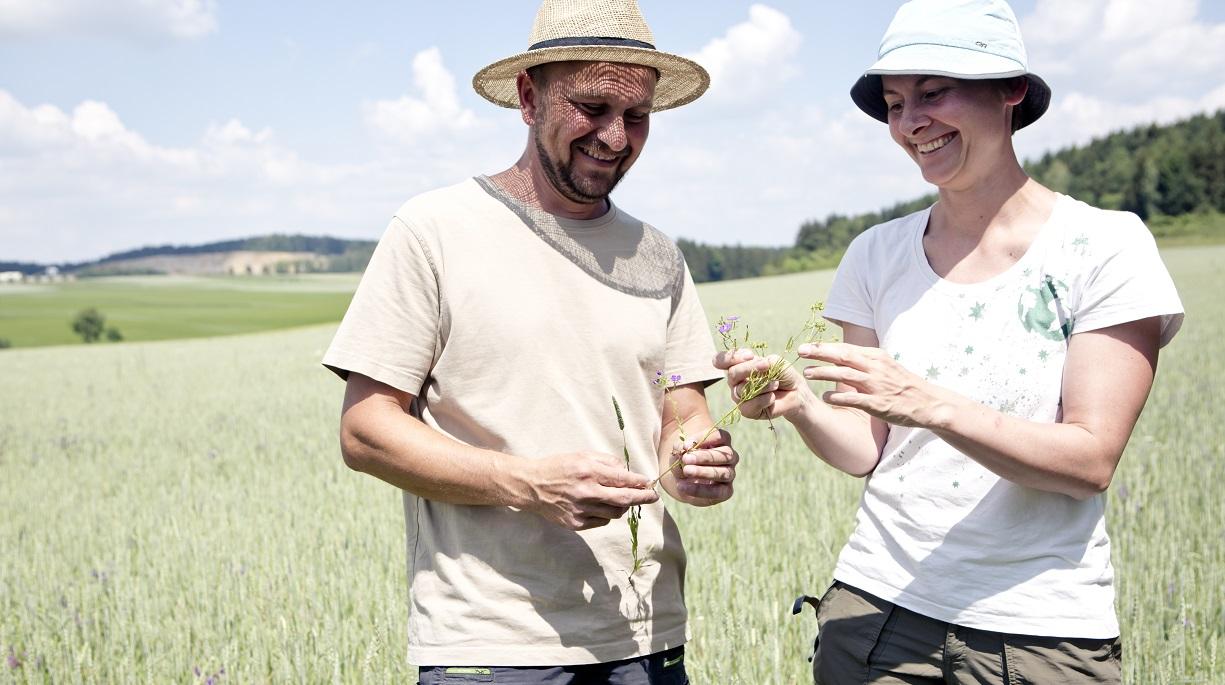 https://www.bioland.de/fileadmin/user_upload/Verbraucher/Blog/Artenvielfalt/Biodiv_Rilis/BiodivRilis_KatharinaSchertler_SonjaHerpich_Hero.jpg