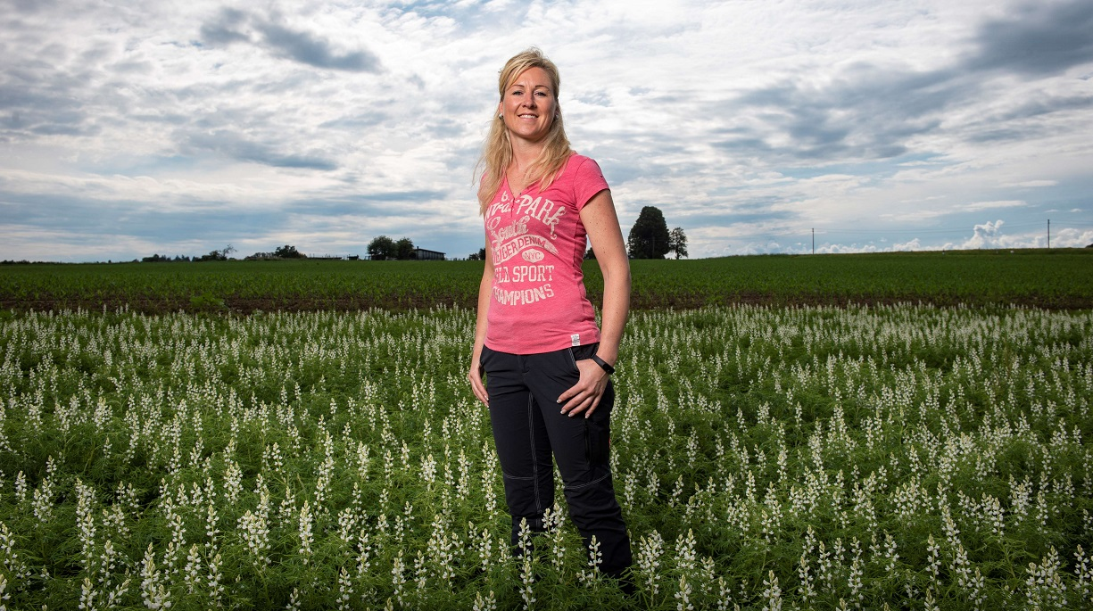 https://www.bioland.de/fileadmin/user_upload/Verbraucher/Blog/Aus_dem_Verband/Lupinen/Linda_Kelly_Hero.jpg