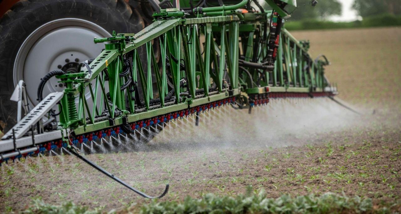 https://www.bioland.de/fileadmin/user_upload/Verbraucher/Blog/Politik_und_Gesellschaft/Pestizidpolitik/Pestizide_Bioland_OEkolandbau_Foto_Imago.jpg