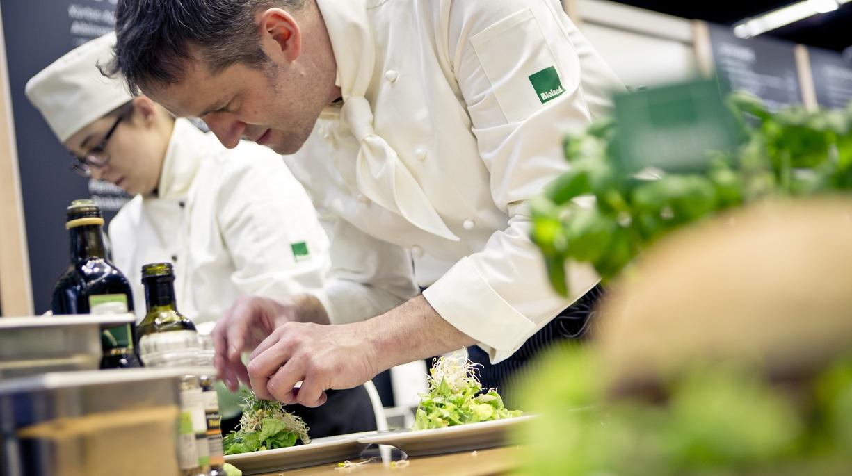 https://www.bioland.de/fileadmin/user_upload/Verbraucher/Blog/So_geht_Bio_/Gastro-Zertifizierung/Karsten_Bessai_Bioland_Gastronomie.jpg