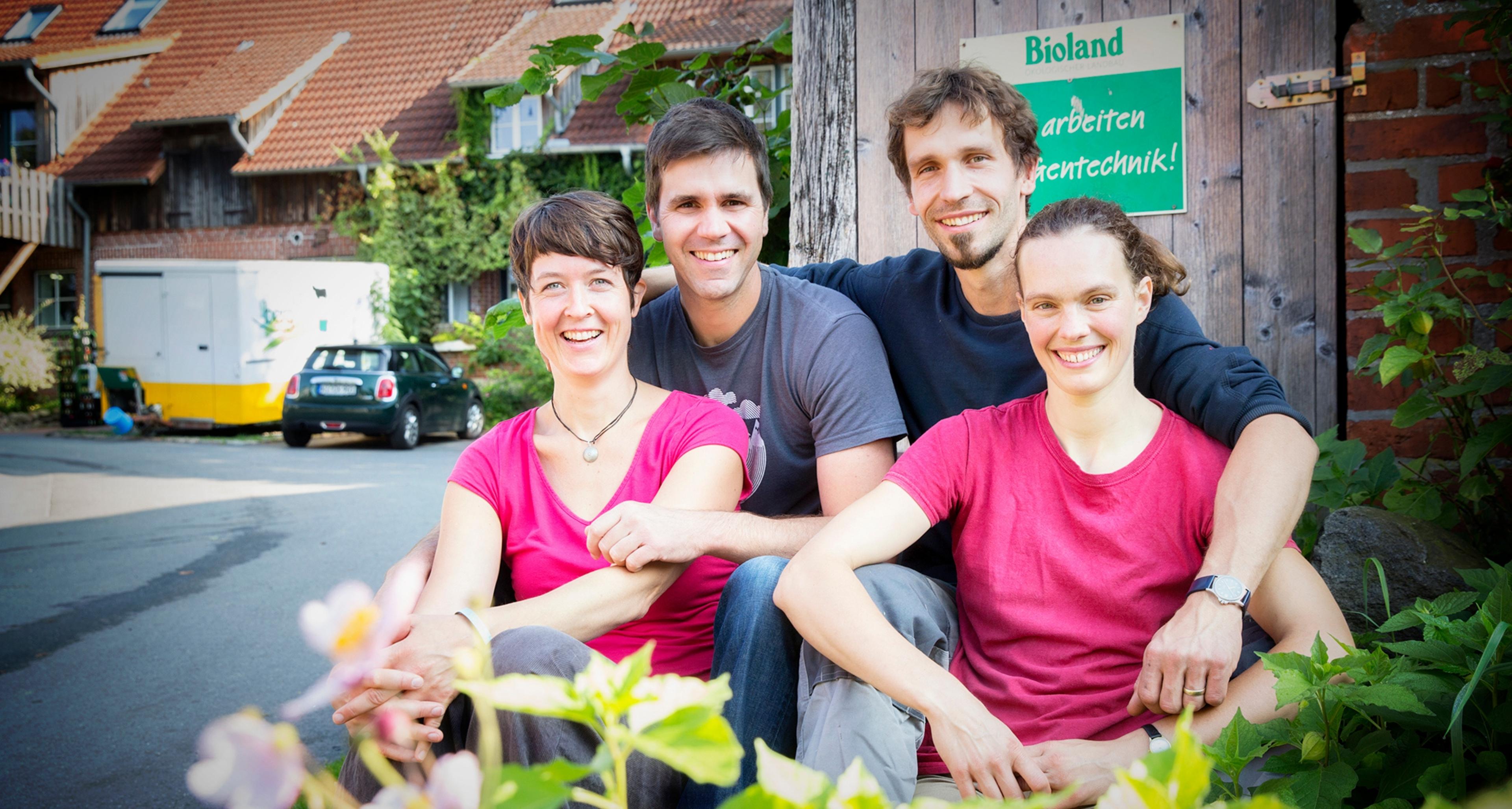 https://www.bioland.de/fileadmin/user_upload/Verbraucher/Blog/So_geht_Bio_/_Mehr_Berufung_als_Beruf_/Blog_Header.jpg